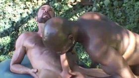 Negro dotado comeu o cu do gay